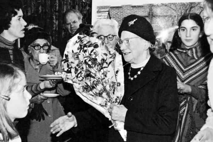 Phoebe Cusden bei einem Besuch in Düsseldorf in den 60ern (Foto: getreading.co.uk)