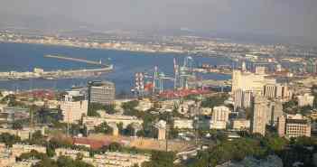 Blick vom Berg Karmel auf den Hafen