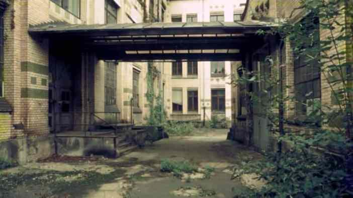 So sah es in der Jagenberg-Fabrik nach dem Aus in den 89ern aus (Foto: salzmannbau.de)