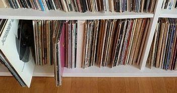 Das gute, alte Plattenregal... (eigenes Foto)