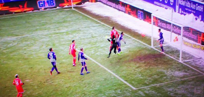 Aue vs F95: Karaman willensstark beim 2:0 (Sky-Screenshot)