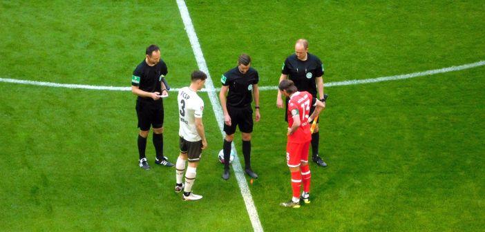 F95 vs St. Pauli: Käpt'n Bodzek bei der Seitenwahl (Foto: TD)