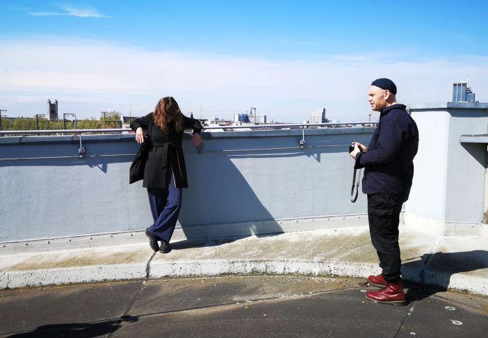 Frau Wehrmann und Herr Luigs überblicken Oberbilk vom Hbf_Parkhaus aus