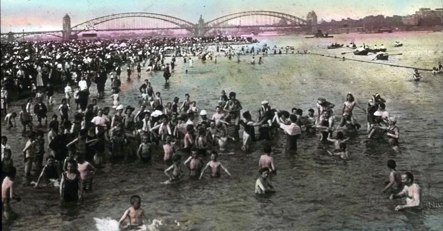 1910 war es noch möglich: Baden im Rhein (Foto: Stadtarchiv Düsseldorf)