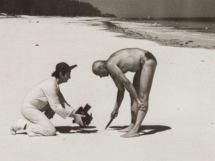 """Projekt """"Sandzeichnungen"""": Wilp und Beuys am Strand in Kenia (via artnet.de - siehe unten)"""