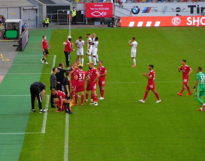 F95 vs Leuven: Trinkpausen gab's auch (Foto: TD)