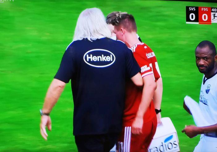 SVS vs F95: Dem armen Felix Klaus brummte der Schädel (Screenshot Sky)