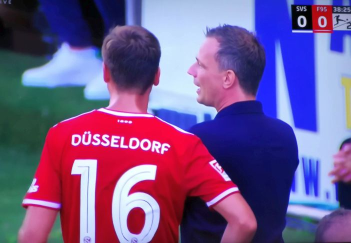 SVS vs F95: Preußer coacht Nedelcu (Screenshot Sky)