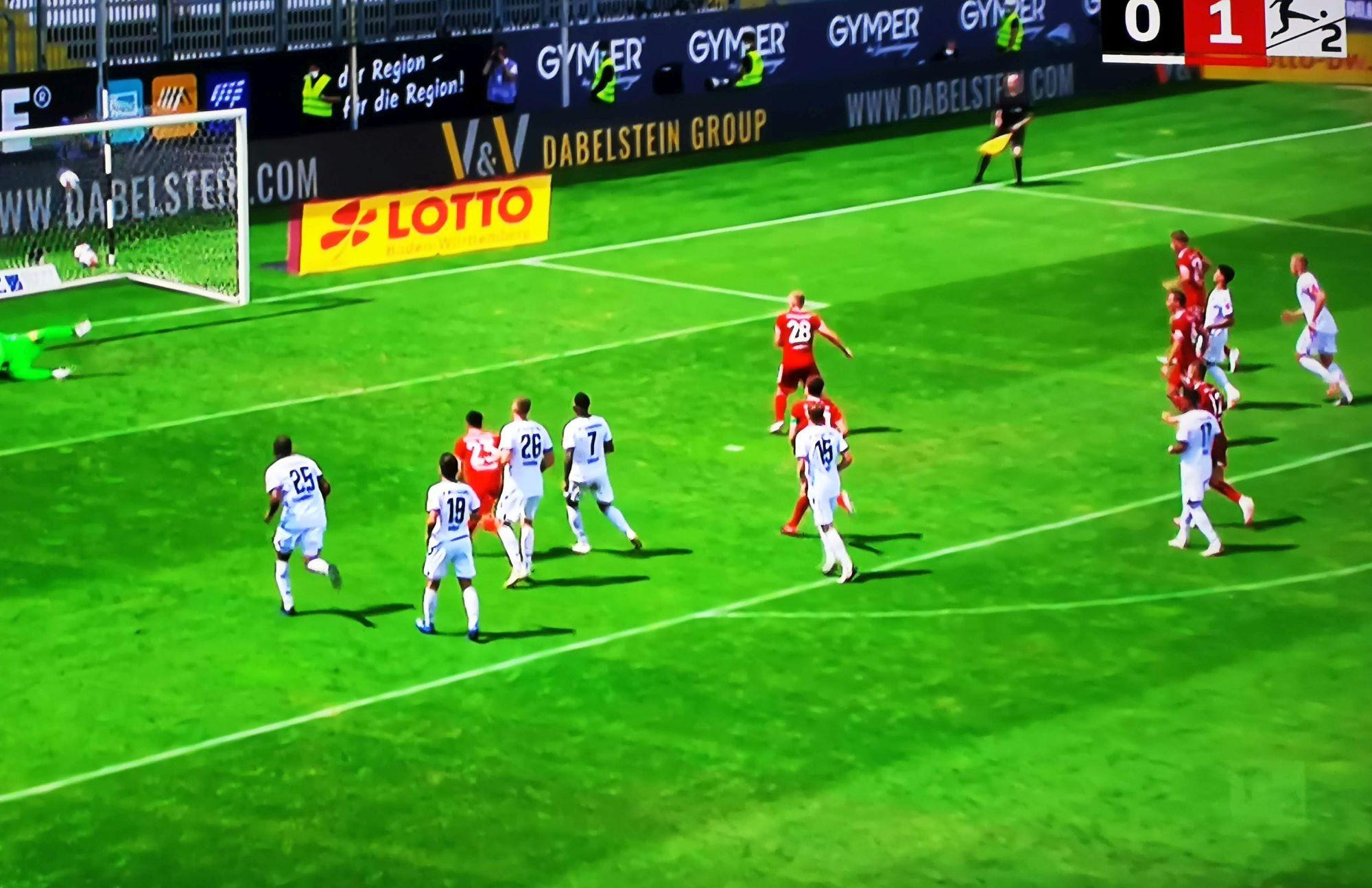 SVS vs F95: Hennings und der Elfer zum 2:0 (Screenshot Sky)