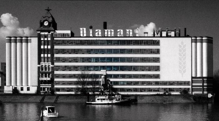 Das Frontgebäude der Plange-Mühle vor dem Umbau von 2002 (Foto: © 2008-21 :: Zoltan Adorjani)