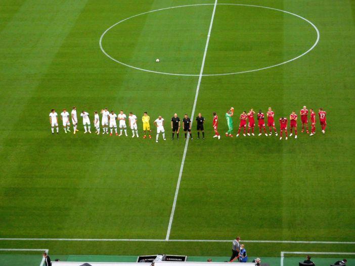 F95 vs Bremen: Die Mannschaften sind auf dem Platz (Foto: TD)