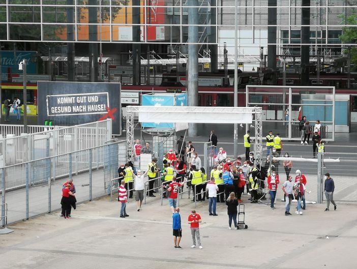 F95 vs Bremen: Disziplinierte Fans beim Einlass (Foto: TD)
