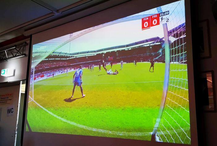 Nürnberg vs F95: Zweikampf im FCN-Strafraum - zu Recht kein Elfer (Screenshot Sky)