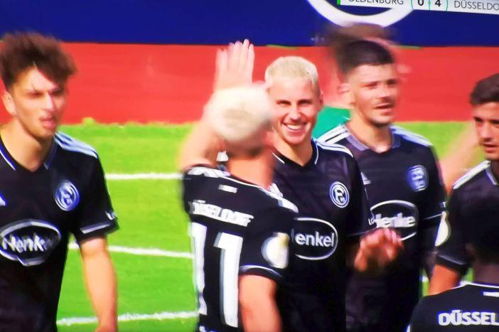 VfL Oldenburg vs F95: Die Blondschöpfe bejubeln das 4:0 (Screenshot Sky)
