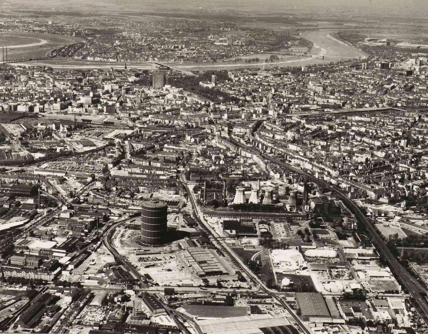 DQ124: Blick über Flingern bis zum Rhein (Foto: Stadtarchiv)