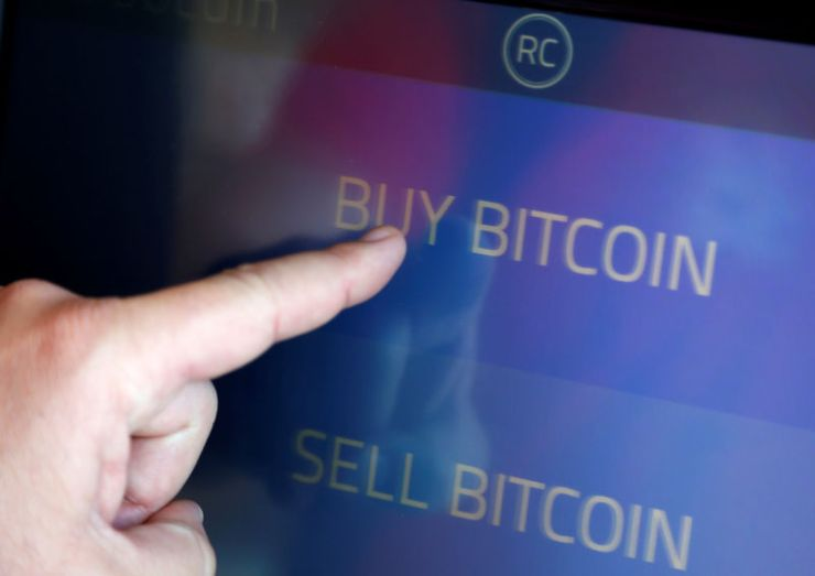 © Reuters. FILE PHOTO: The screen of Southern California's first two bitcoin-to-cash ATMs which began operating in Venice