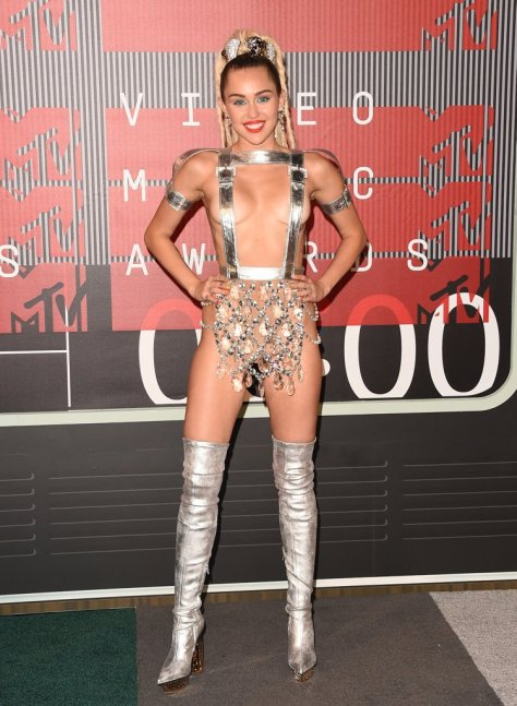 When She Wore This Atelier Versace Look to the 2015 MTV Video Music Awards