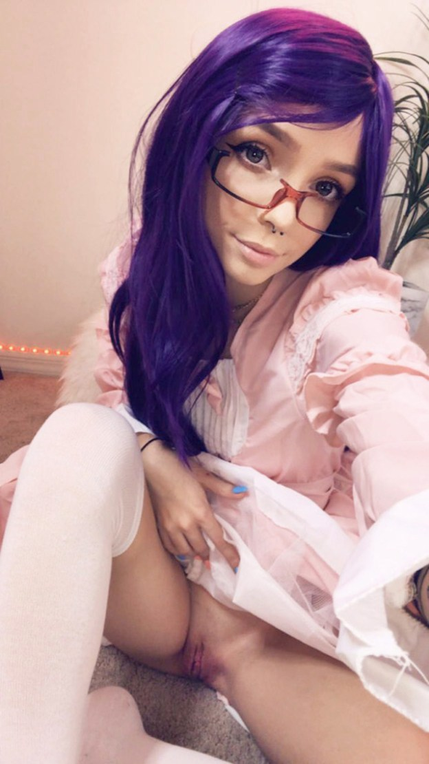 Cosplayer Peachtot nude photos and masturbation videos leaked from SnapChat