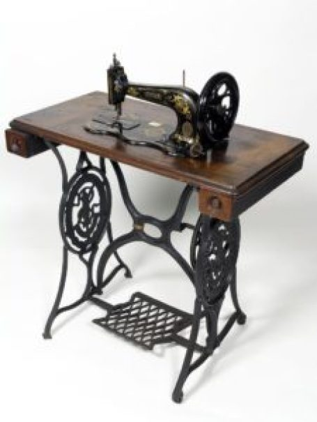 first-ever Signer sewing machine