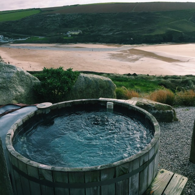 The-Scarlet-Hotel-Hot-Tub