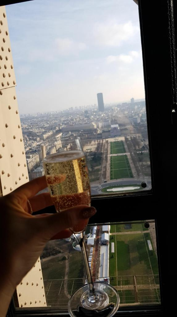 Eiffel tower lunch
