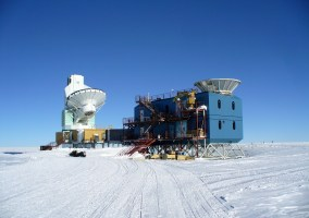 The Dark Sector Laboratory at Amundsen-Scott South Pole Station. The BICEP2 detector is on the right. Image credit: Amble via Wikimedia Commons (License)