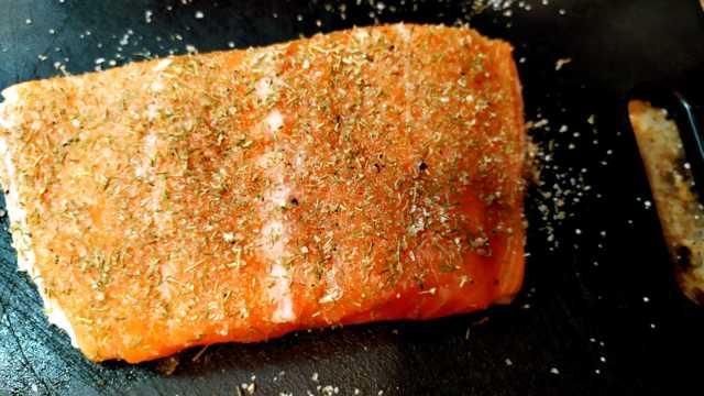 Stovetop Smoked Salmon with Dill Rub