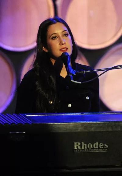 Vanessa Carlton Sings