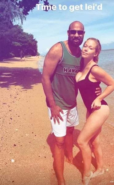Kendra Wilkinson in Hawaii