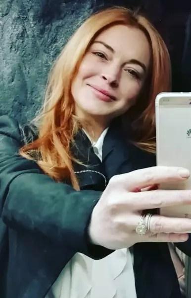 Lindsay Lohan Snaps Selfie
