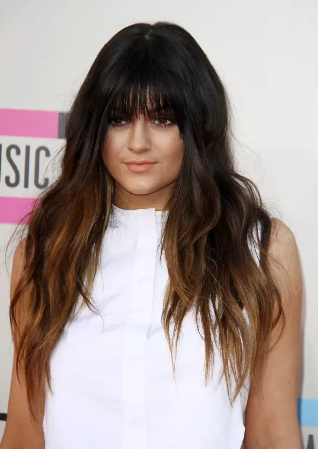 Kylie Jenner Bangs Away At American Music Awards