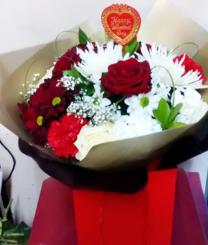 red-rose-carnation-bouquet-online-valentines-day-the-little-flower-shop