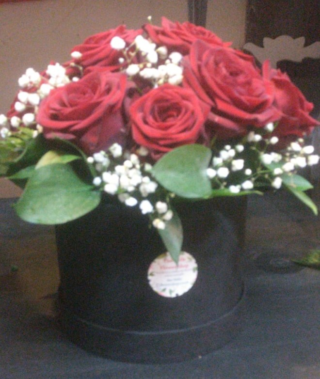 hat box-red-rose-hat-box-flowers-the-little-flower-shop-florist-london-rose-bear-bouquet-builder-roses-bouquet