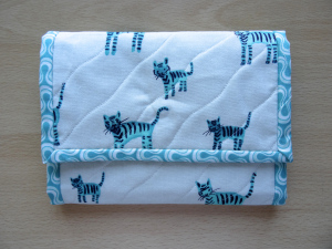 Finish Along Quarter 3 Tutorial Week – The Handy Little Fold-Up Pouch from Lynnepusscat