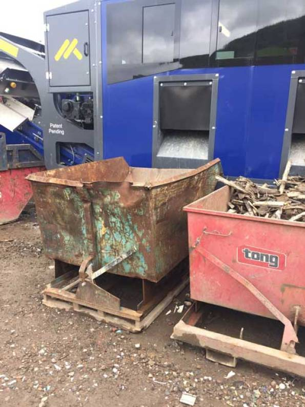 TPS120 Track Picking Station with Skips