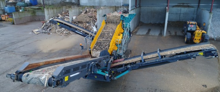 Tracked Mobile Biomass Screen