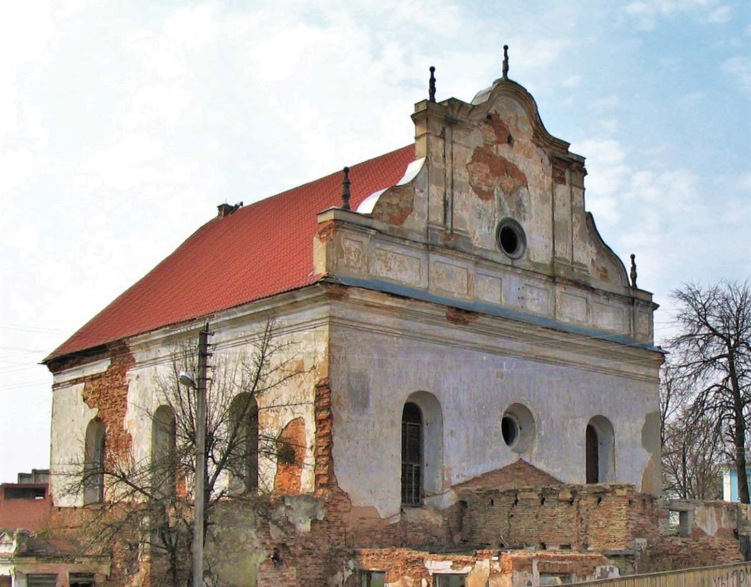 BELOW The Great Synagogue in Slonim, Belarus, currently stands empty and in a state of disrepair.