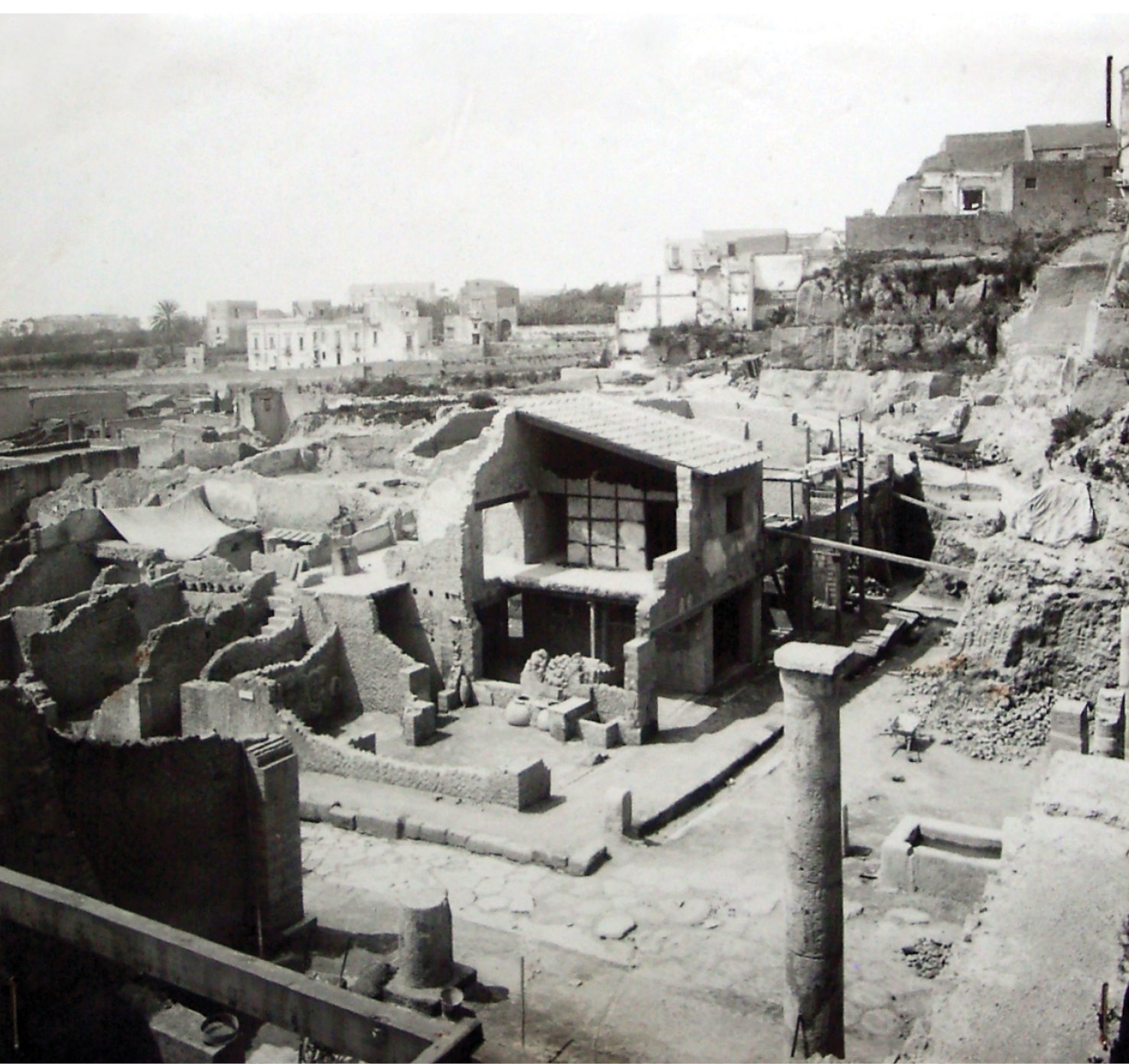 left Excavated and restored in 1938, at the height of the Fascist-era excavations by Amedeo Maiuri, the House of the Bicentenary was the centrepiece of the bicentennial celebrations of the discovery of the site.