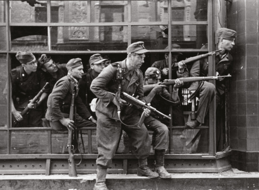 Unequal contest. The Warsaw Uprising pitted heavily armed German SS units [right] backed by artillery, tanks, and air power, against Polish Resistance fighters [below] equipped with improvised weapons. Stalin left the Poles to fight alone: he did not want the post-war complication of an independent Polish government.