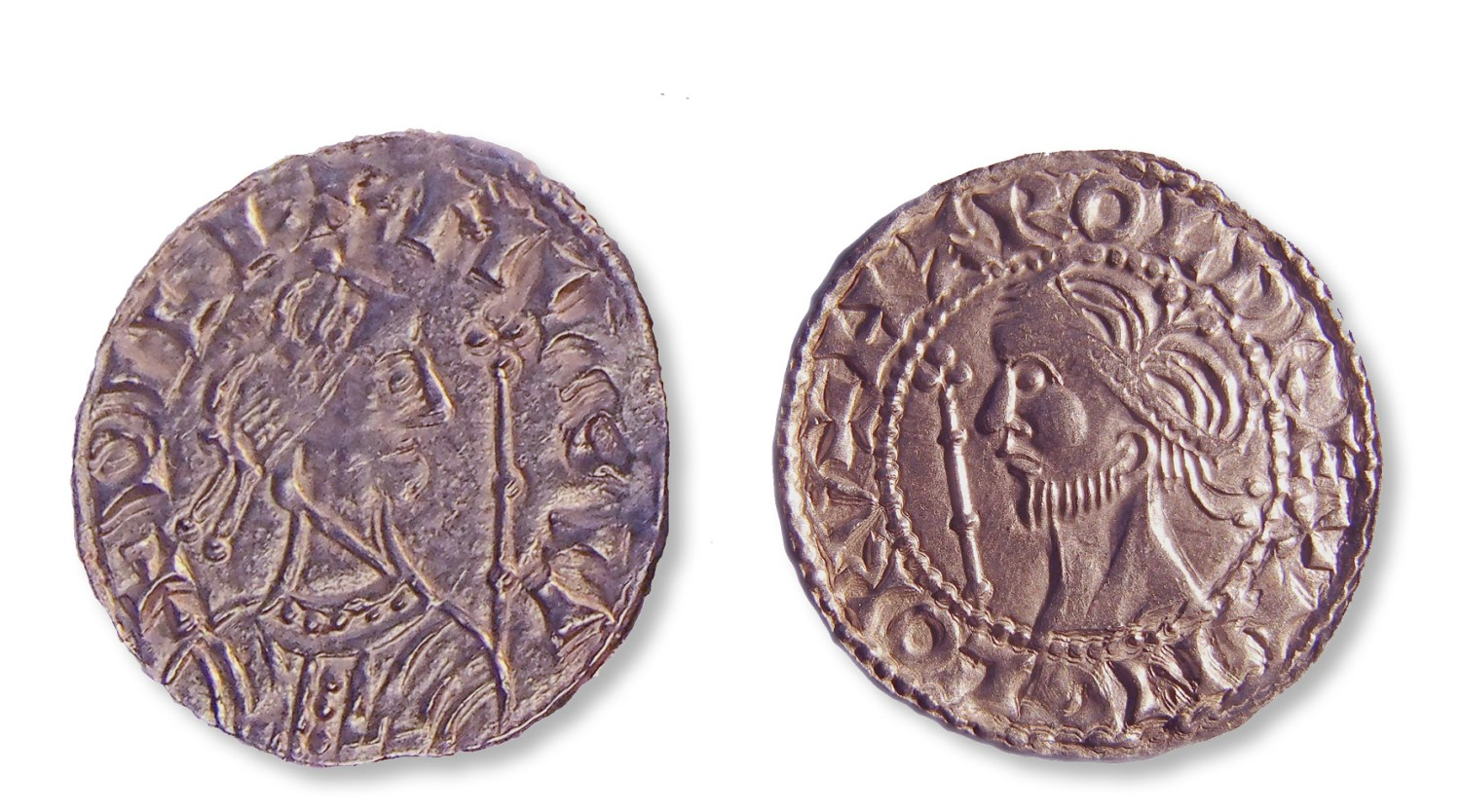 The hoard contains 1,236 coins of Harold II (left) and 1,310 coins of William I (far left). Their busts are not realistic portraits but fairly interchangeable stylised images of kings an aspirational imitation of the coins of Byzantine emperors.