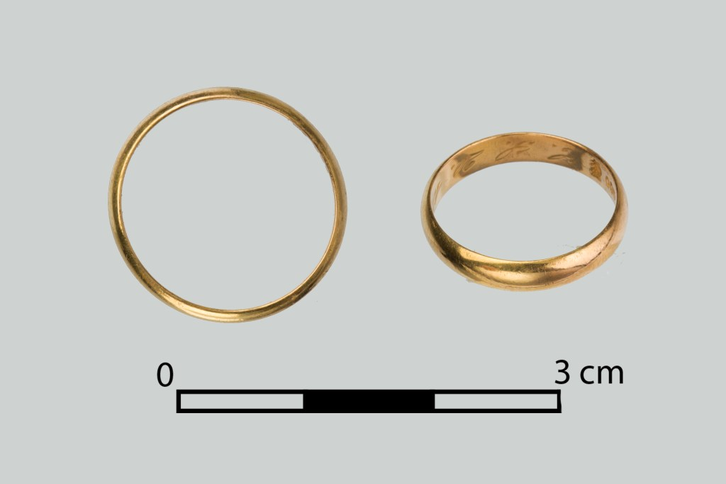 One of the wedding rings discovered in Death Valley. Through archival research, it was established to belong to Irena Szydłowska, a courier of the (Polish) Home Army. Image: A. Barejko.