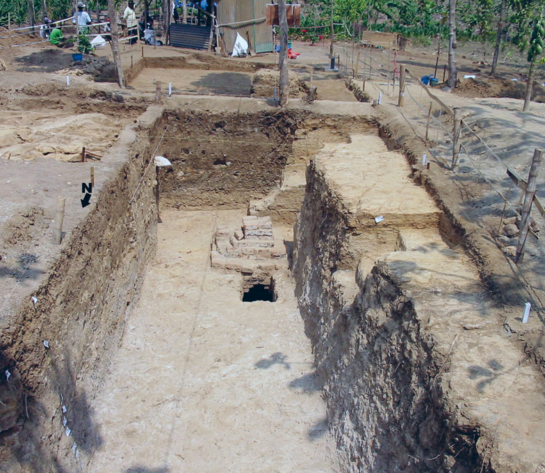 right The huge artificial ditch that was cut in order for the structure to be constructed is visible in the section of the trench. The opening of Shaft 4 lies within the trench.