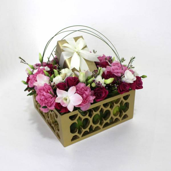 WOODEN BOX WITH FLOWERS 1
