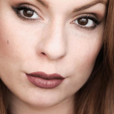 Tutoriel : Un makeup doux et glamour pour un rendez-vous amoureux