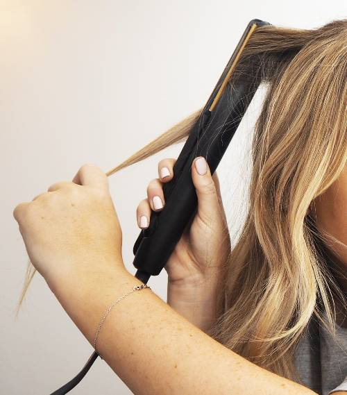 curl-hair-with-straighteners-274457-1544102491768-image.500x0c