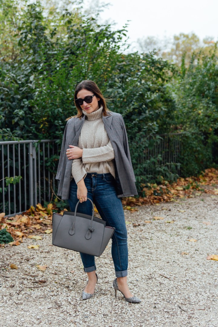 Grey high heels, bag and blazer outfit in autumn