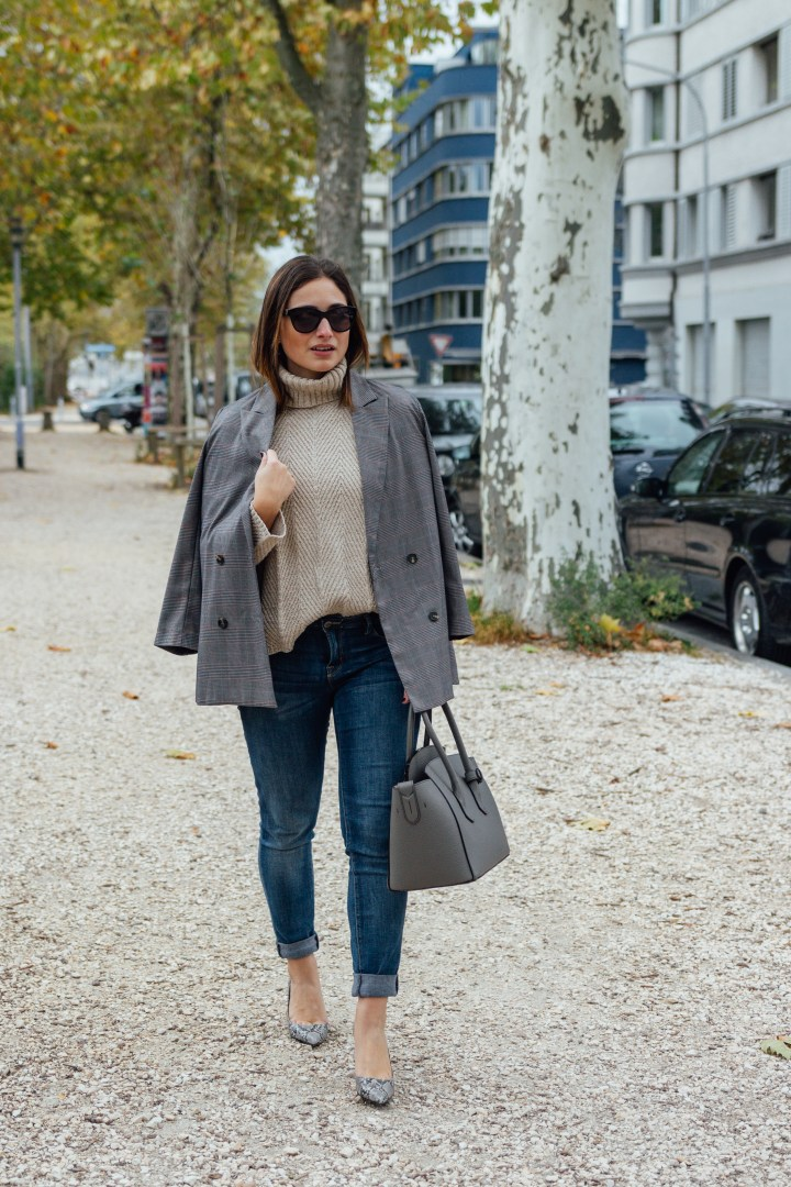 Blazer and jeans autumn outfit