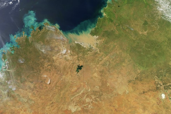 Pillars of smoke rise from wildfires in Northern Territory and Western Australia (photo: NASA)