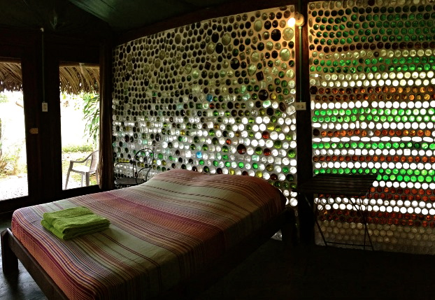 las lajas panama, panama airbnb, la pepita glass cottage