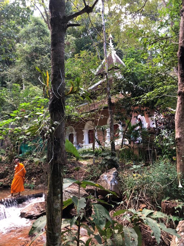 monk chat chiang mai, chiang mai buddhist temple, buddhist monks thailand